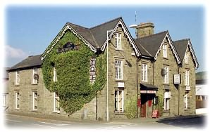 Welcome all to the Llanelwedd Arms Hotel. A warm and friendly welcome is what's on offer in the hotel.