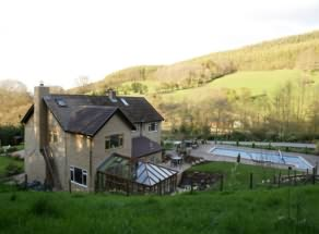 Nestling at the foot of The Black Mountains, this unique family run B&B offers a warm welcome, friendly atmosphere and excellent cordon bleu home cuisine.