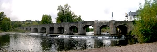 Crickhowell is mostly renowned for its 17th century bridge that spans the River Usk.