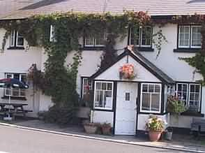 The Castle Inn, Pengenffordd, Nr Talgarth, Powys, LD3 0EP, Bed and Breakfast B&B accommodation, the Castle Inn Pengenffordd Bed and Breakfast offering B&B accommodation in the Brecon Beacons, Wales.